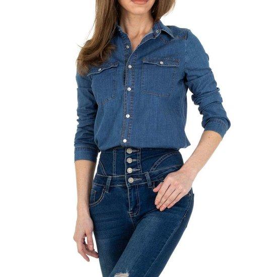 Washed blue jeans hemdblouse.