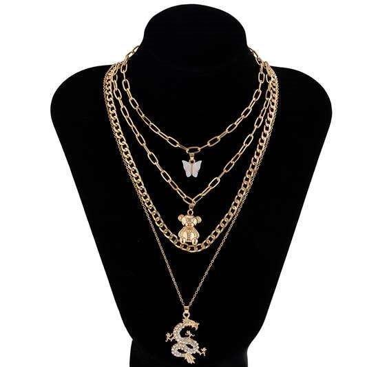 4 lagige gouden halsketting met decoratie.