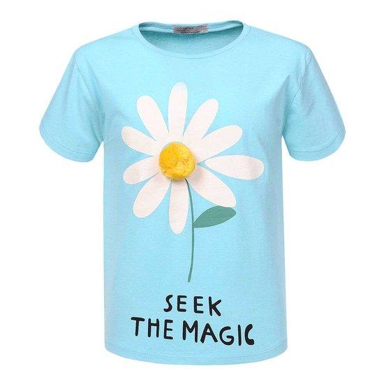 Blauwe meisjes T-shirt met margariet bloem.