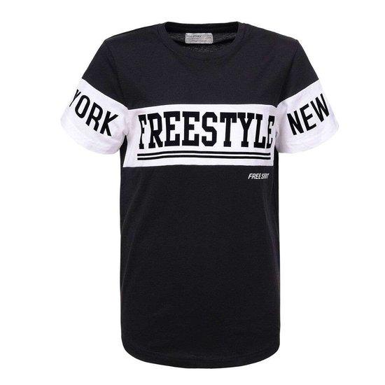 Zwarte jongens T-shirt met opschrift.