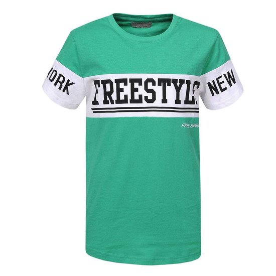 Groene jongens T-shirt met opschrift.