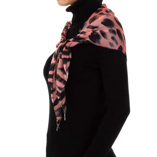 Modieuze rose sjaal met dieren motief.