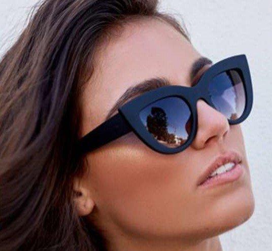 Zwarte zonnebril Cat Eye style.