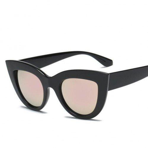 Zwarte zonnebril met spiegelglazen. Cat Eye style.