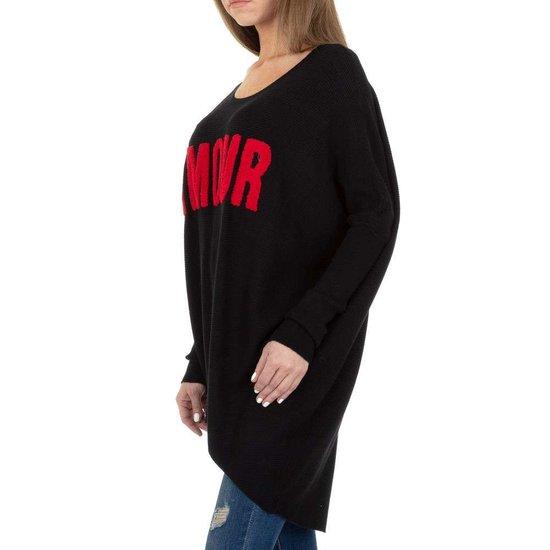Trendy zwarte long pullover met opschrift.