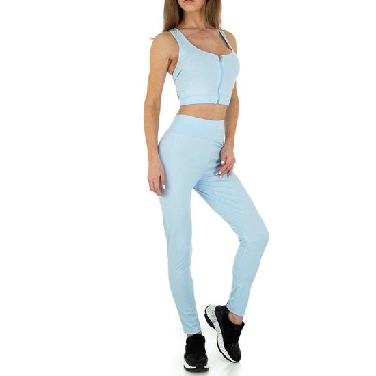 Blauwe 2 delige sportieve yoga outfit.