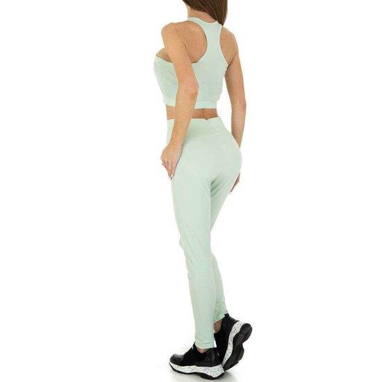 Pastel groene 2 delige sportieve yoga outfit.