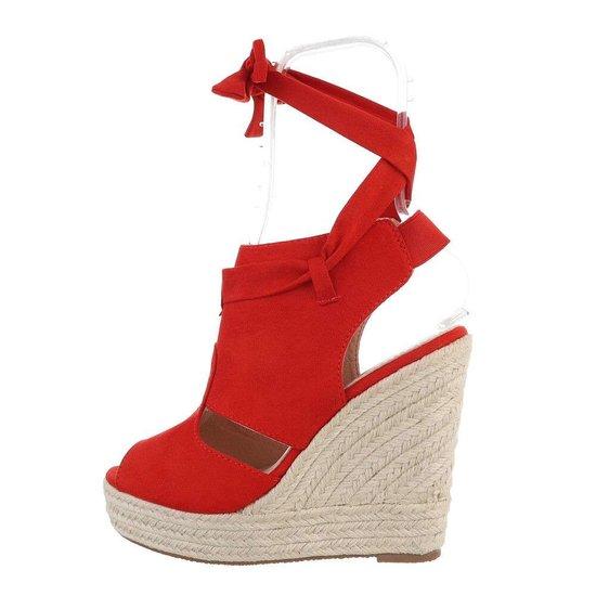 Rode hoge daimen sandaal met sleehak Alegra.