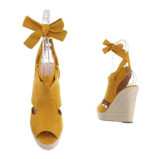 Gele hoge daimen sandaal met sleehak Alegra.