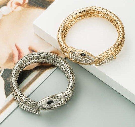 Fashion zilveren snake armband met witte strass.