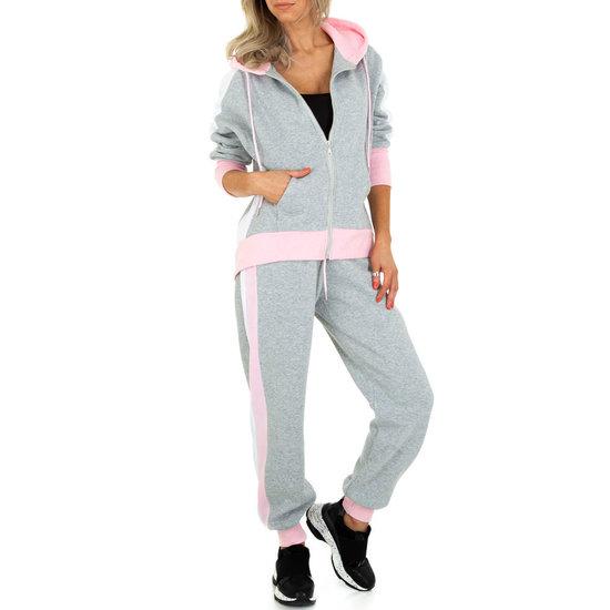 Oversized cozy grijze-rose loungewear.