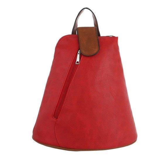 Trendy rode driehoekige rugtas.