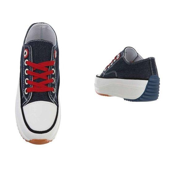 Originele donker blauwe lage textiel sneaker Edita.