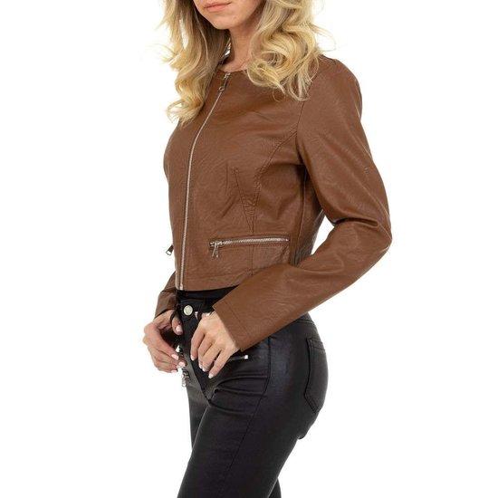 Stylishe korte bruine leatherlook jacket.