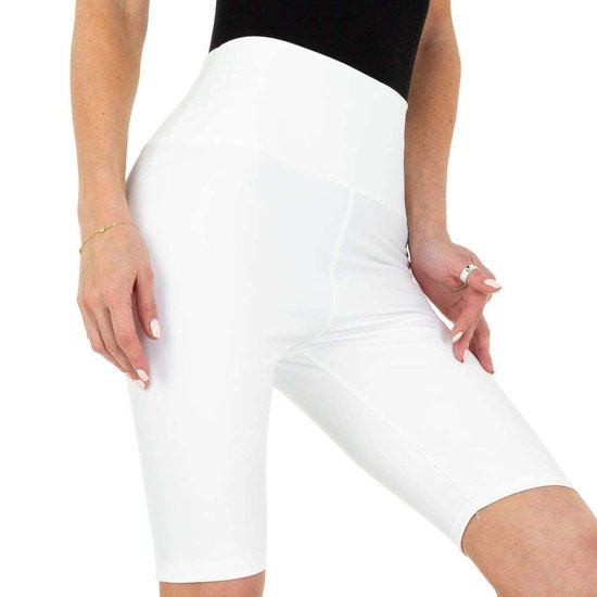 Witte leather look short.