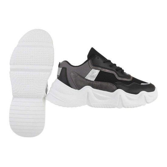 Sportieve lage zwarte-smoke sneaker Lanza.