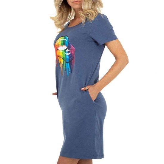 Zomerse blauwe T-shirt jurk.