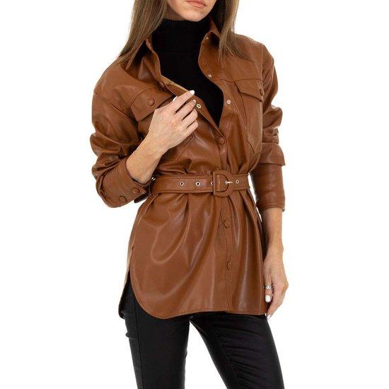 Lichte bruine korte leatherlook jas.