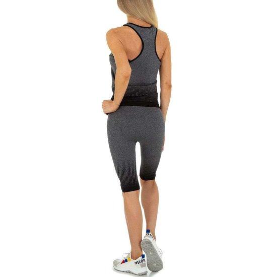 Zwart-grijze sportieve outfit.