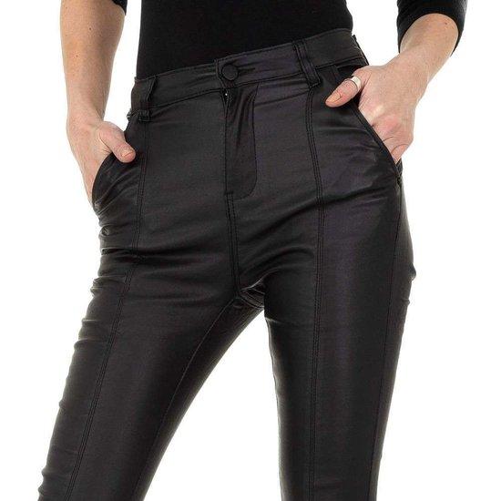 Skinny zwarte leatherlook broek met hoge taille.