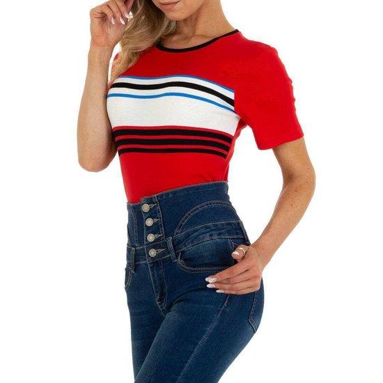 Rode T-shirt met contrast banden.