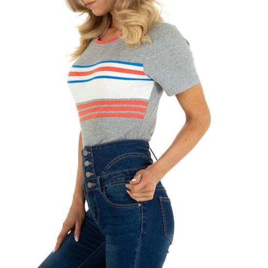 Grijze T-shirt met contrast banden.