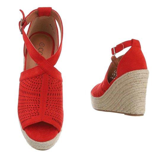 Rode hoge sandaal met sleehak Krista.