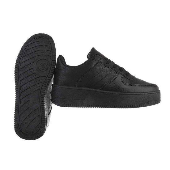 Classy zwarte sneaker Onka.