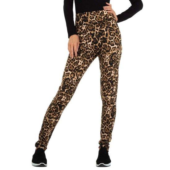 Beige legging met animal print.