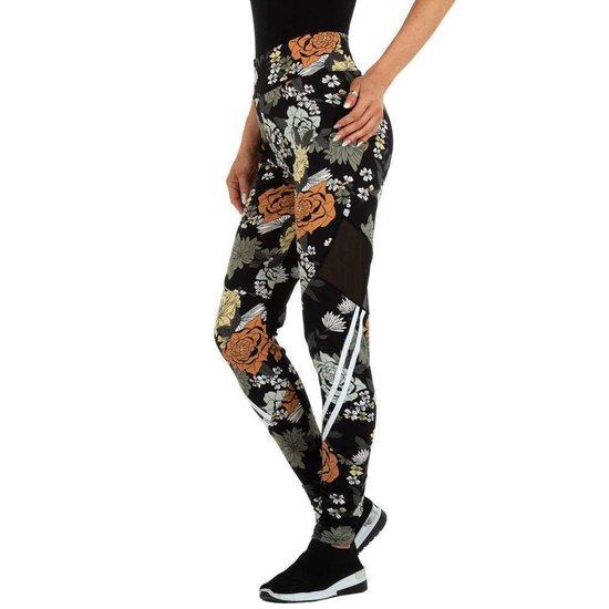 Trendy zwarte legging met floral motief.