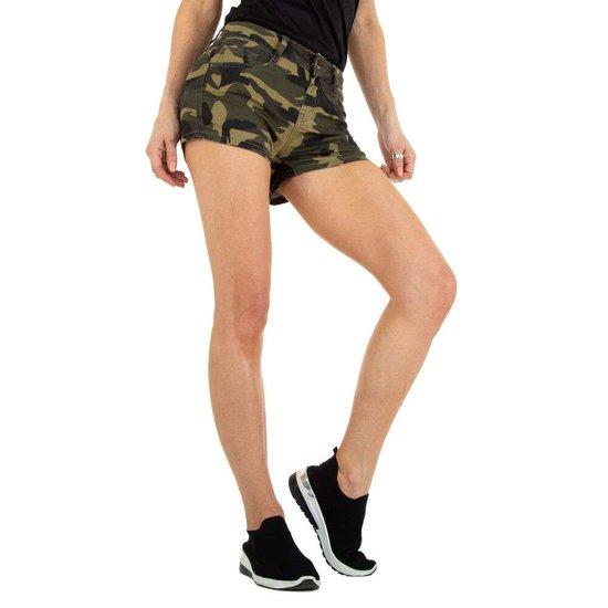 Armygreen camou short.