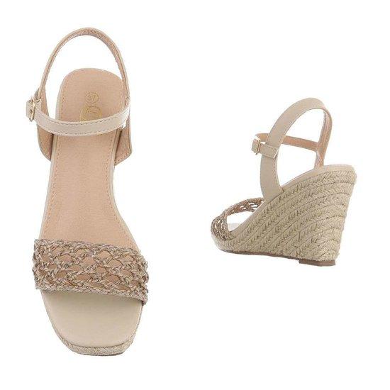 Classy hoge beige sandaal met sleehak Rosan.