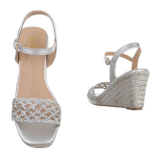Classy hoge zilveren sandaal met sleehak Rosan.