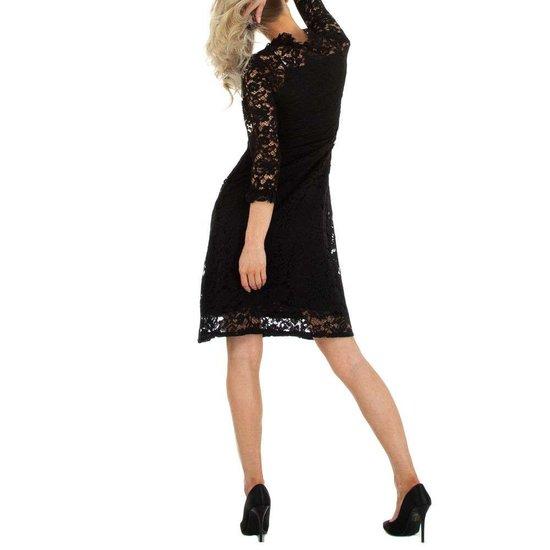 Zwarte midi jurk in kant.
