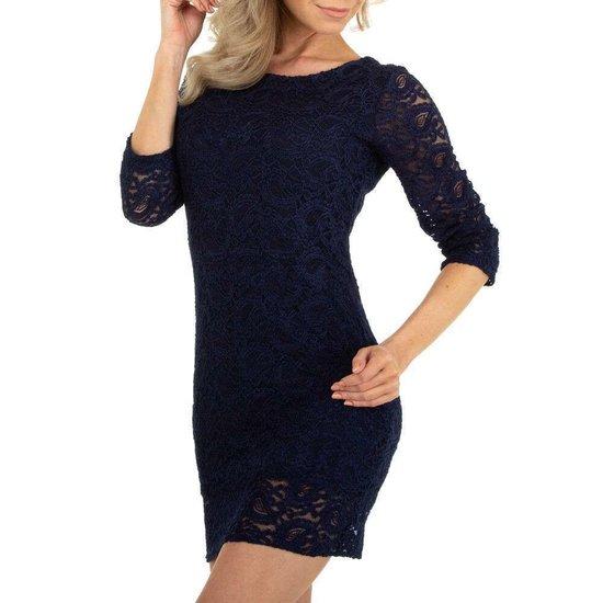 Donker blauwe korte jurk in kant.