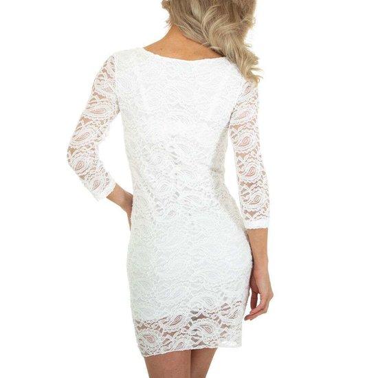 Witte korte jurk in kant.