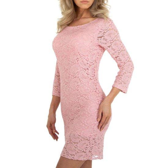 Rose korte jurk in kant.