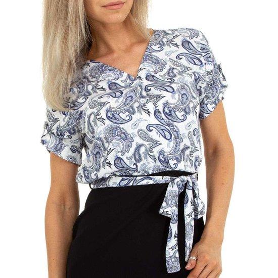 Wit-blauwe floral top.