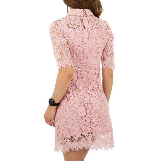 Korte rose jurk in kant.