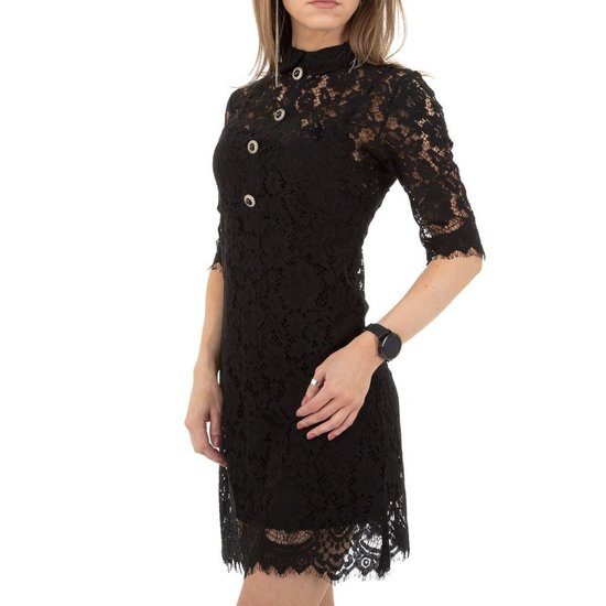 Korte zwarte jurk in kant.