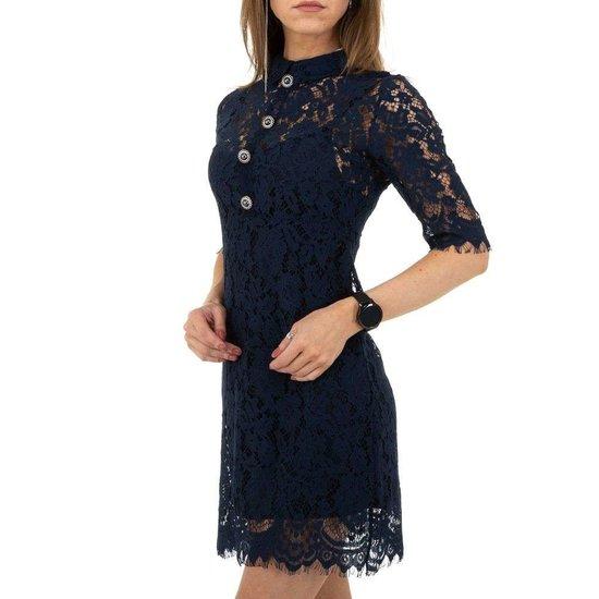 Korte donker blauwe jurk in kant.
