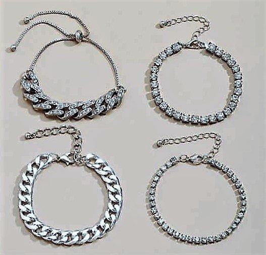 Trendy 4 delige zilveren armband.