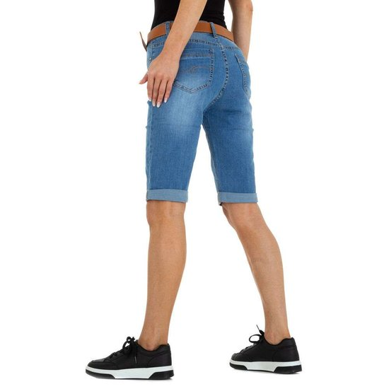 Blue jeans bermuda.