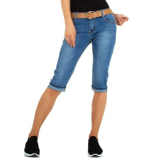 Trendy blue jeans bermuda.