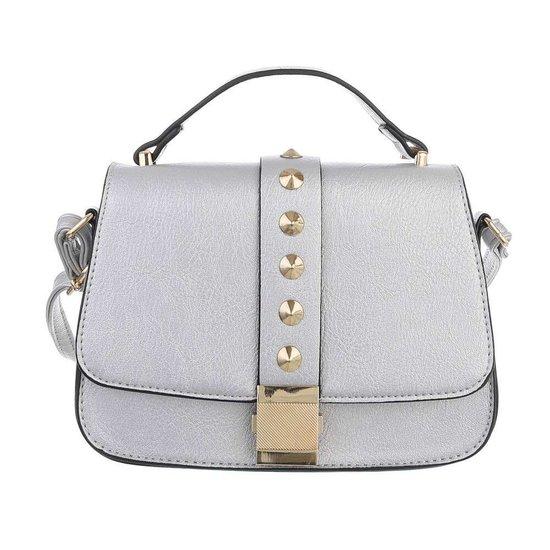 Kleine zilveren schoudertas met studs.