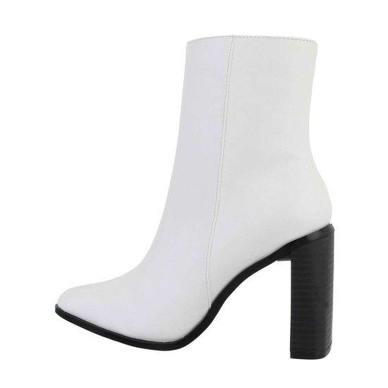 Trendy wit enkellaarsje Sheira.