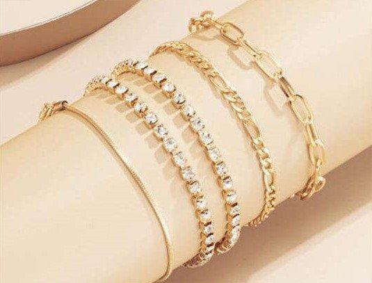 Trendy 5 delige gouden-zilveren fijne armbanden set.