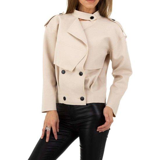 Korte cream kleurige tussenseizoen jacket.