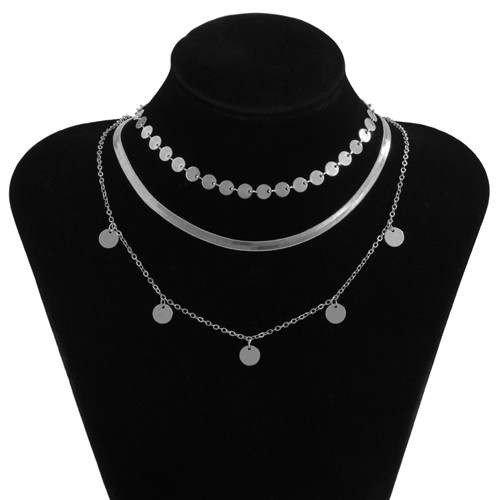 Trendy 3 lagige zilveren halsketting.