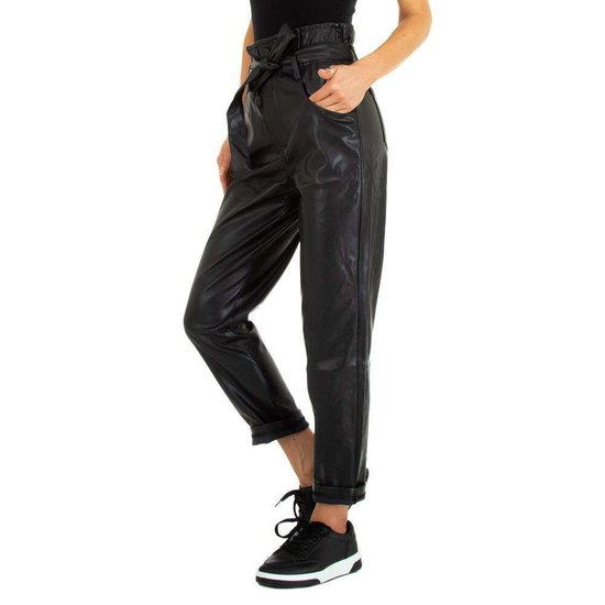 Thermo zwarte vegan leather broek met strik.